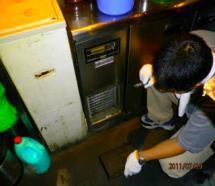 ゴキブリ駆除 プロの目でゴキブリ、コバエ発生の環境要因を調査